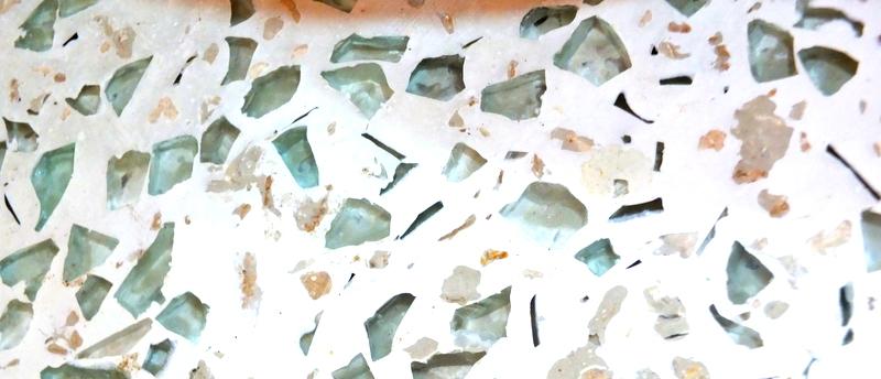 Ciment, vitres et huile de bras!